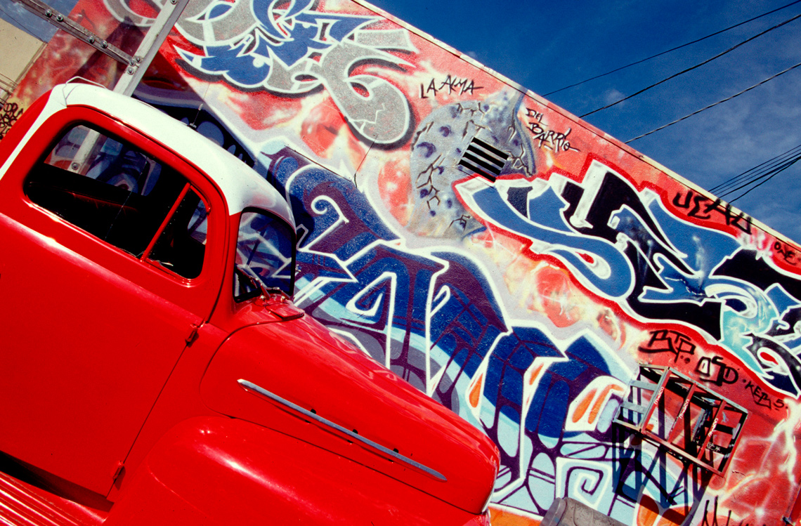 Melrose-alley-Red-Truck-Grafitti
