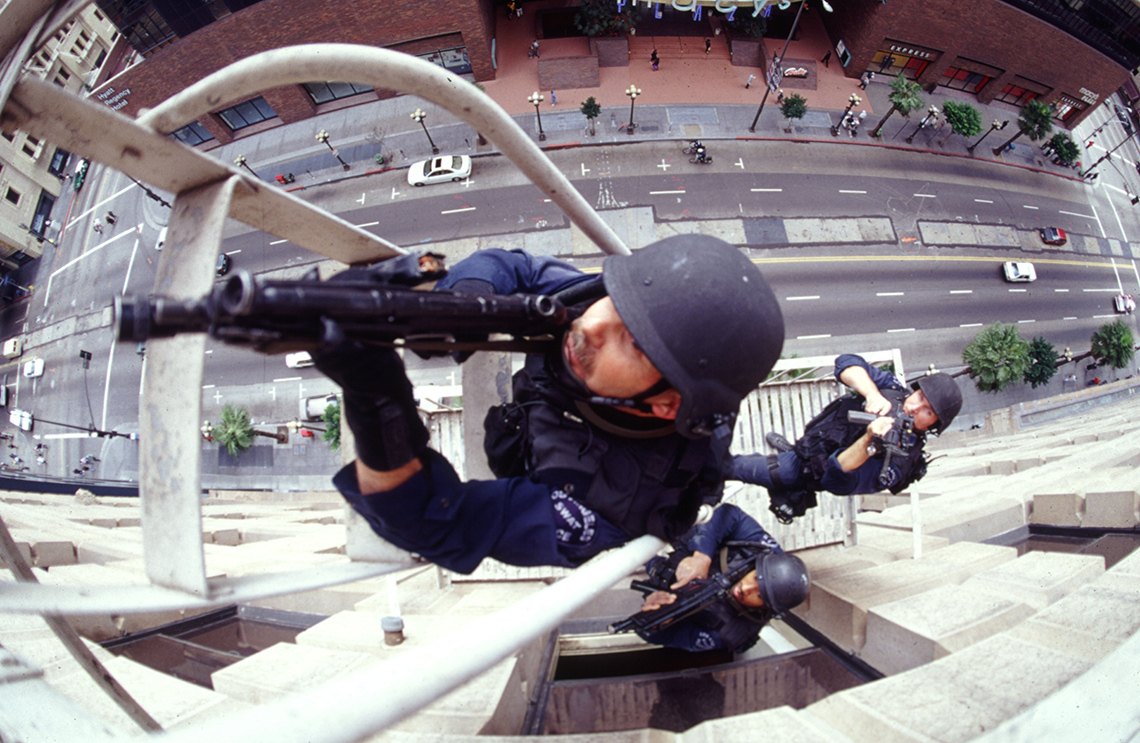17LAPD-SWAT-Skinner-Fire-Escape-3-99